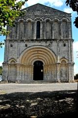 Eglise Saint-Pierre - Deutsch: Echebrune, St.-Pierre, Westfassade, gesamt