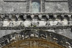 Eglise Notre-Dame - Deutsch: Fenioux,Fassade über Scheitel des Hauptportals