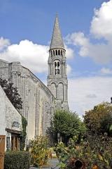 Eglise Notre-Dame - Deutsch: Fenioux,Schiff und Glockenturm von SW