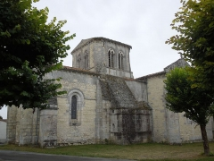 Eglise Saint-Pierre - English: Germignac, church Saint-Pierre, view from northeast