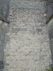 Eglise Saint-Pierre - English: Germignac, church Saint-Pierre, exterior wall repaired with mixed materials
