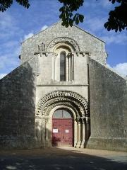 Eglise Saint-Symphorien - Français:   Façade de l\'église Saint-Symphorien