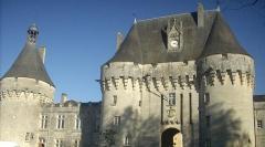 Château - English:   Castle gate in Jonzac
