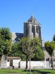 Eglise Sainte-Marie ou Notre-Dame - Deutsch: Die katholische Pfarrkirche Sainte-Marie in Lonzac, gesehen von Süden
