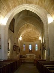 Eglise Saint-Pierre - Français:   L\'intérieur de l\'église de Lussant