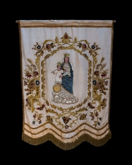 Eglise Saint-Pierre - English: Madonna and child, embroidered parish banner, 19th-c., Church Saint-Pierre, Marsilly, Charente-Maritime, France