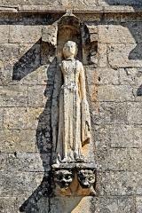 Eglise Saint-Herie - Deutsch: Ste.-Hérie, Monumentalstatue, rechtes Feld Obergeschoss