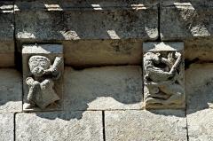 Eglise Saint-Herie - Deutsch: Ste.-Hérie, Traufgesims, Kragsteine