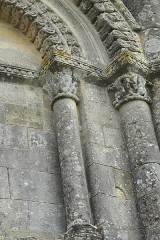 Eglise Saint-Pierre de Marestay - Deutsch: Katholische Pfarrkirche Saint-Pierre in Marestay (Matha) im Département Charente-Maritime (Nouvelle-Aquitaine/Frankreich), Kapitelle