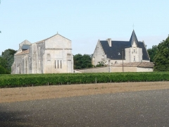 Château - English: castle and church of Meux, Charente-Maritime, SW France