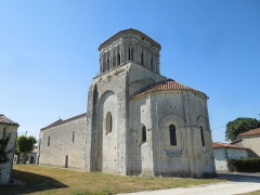 Eglise Saint-Martin - English: Moings: church Saint-Martin, view from southeast