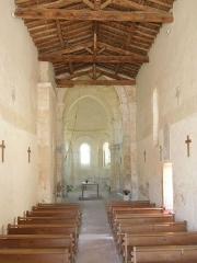 Eglise Saint-Martin - English: Moings: the nave of the village church Saint-Martin