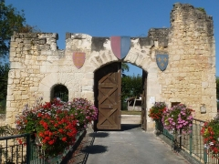 Château - English:   entrance of the castle of Montguyon, Charente-Maritime, SW France; english (red) and french (blue) flags