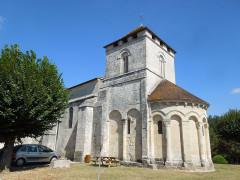 Eglise Saint-Saturnin - English:   Mosnac (Charente-Maritime): village church Saint-Saturnin, view from Southeast