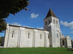 Eglise Saint-Pierre - Deutsch: Die Pfarrkiche Saint-Pierre in Neuillac, gesehen von Süden