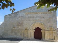 Eglise Saint-Pierre - Deutsch: Westfassade der Pfarrkiche Saint-Pierre in Neuillac