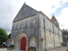 Eglise Saint-Laurent - English: Plassac, Église Saint-Laurent de Plassac, view from southwest