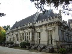 Château des Egreteaux, dit château d'Usson - English: Château d'Usson, east front