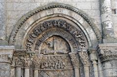 Eglise Saint-Pierre - Deutsch: St-Pierre de Pont-l'Abbé-d'Arnoult (17), Archivolten-Blindportal, rechts
