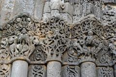 Eglise Saint-Pierre - Deutsch: St-Pierre de Pont-l'Abbé-d'Arnoult (17), Portalkapitelle, links