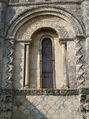 Eglise Notre-Dame de l'Assomption - English: Rioux (Charente-Maritime, France) - Notre-Dame church  - a window