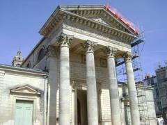 Eglise Saint-Louis - Français:   Eglise Saint-Louis de Rochefort, Charente-Maritime. La façade d\'entrée.