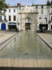 Fontaine - Français:   Fontaine Place Colbert Rochefort Charente Maritime France