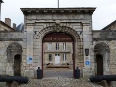 Ancien Hôtel de Cheusse, dit Hôtel de l'Intendance maritime - Français:   Porte d\'entrée principale du Musée de la Marine à Rochefort (Charente-Maritime)