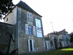 Ancien Hôtel de Cheusse, dit Hôtel de l'Intendance maritime - Français:   Tour nord-ouest et portail d\'entrée hôtel de Cheusses