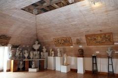 Ancien Hôtel de Cheusse, dit Hôtel de l'Intendance maritime - Français:   Salle des sculptures musée de la Marine Rochefort Charente-Maritime France