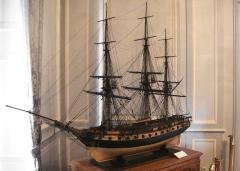 Ancien Hôtel de Cheusse, dit Hôtel de l'Intendance maritime - English:   Model of the 44-gun frigate Thétis.