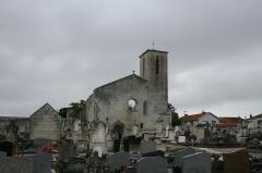 Ancienne église Saint-Pierre-de-Laleu, actuellement salle de sport -  Cimetiere et Eglise St Pierre à Laleu.