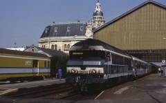 Gare -  The route from Bordeaux to Nantes in Western France  has always been a diesel worked stronghold. As such over the years many CC72000s and BB67000s have trundled up and down on express services from as far away as Italy. Seen here at La Rochelle-Ville on 1 September 1989, CC72072 is in charge of train 3474, 10:35 Quimper to Toulouse-Matabiau.