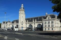 Gare -  La bâtiment-voyageurs de la gare de La Rochelle-Ville, vu côté parvis.