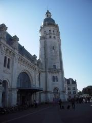 Gare -  La tour, les façades et toitures, le hall et ses mosaïques, sont inscrits au titre des monuments historiques, par arrêté du 27 avril 1984.