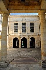 Hôtel de la Bourse, actuellement Greffe du Tribunal de Commerce - Deutsch: La Rochelle, Arkadenhof, Hôtel de la Bouse