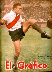Maison - English: Alfredo Di Stefano playing for River Plate during his first years of career, in 1947.