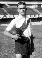 Maison - English: River Plate player Alfredo Di Stefano.