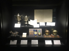 Maison - English: Special display dedicated to Alfredo Di Stéfano showing replicas of his two Ballon d'Ors (1957 and 1958), Pichichi trophies, medals, boots and his first contract with Real Madrid.