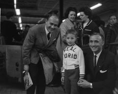 Maison - Nederlands: Alfredo Di Stéfano en Santamaria op Schiphol