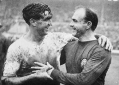 Maison - English: Rest of the World versus England to celebrate FA's 100th Anniversary