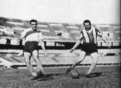 Maison - English: River Plate player Alfredo Di Stéfano with 1930s idol Bernabé Ferreyra.