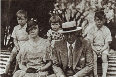 Maison -  Alfredo Di Stefano family: On the right-on the left — Alfredo junior, Alfredo father, Norma, Eulalia, Tulio