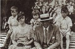 Maison -  Alfredo Di Stefano family: On the right-on the left — Alfredo junior, Alfredo father, Norma, Eulalia, Tulio