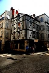 Maison - Deutsch: La Rochelle, Eckhaus in Fachwerk