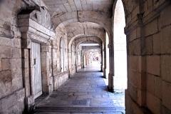 Palais de justice - Deutsch: La Rochelle, Arkaden ohne Grenzen