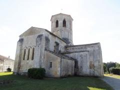 Eglise Saint-Vivien - English: Rouffignac, Église Saint-Christophe, seen from northeast