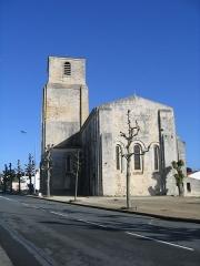Eglise paroissiale Saint-Pierre -  Eglise saint pierre, Royan, le chevet plat du XIIIème siècle est percé d'un triplet de baies