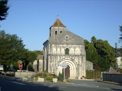 Eglise Saint-Cézaire -  L'église romane