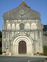 Eglise Saint-Cézaire - Français:   Eglise de Saint-Césaire
